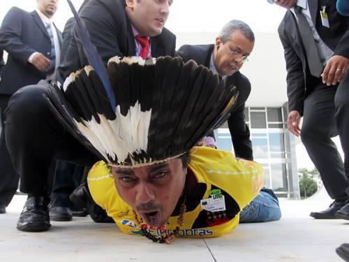 Guarani-Kaiowa - violência do homem branco