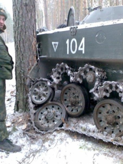 military-humor-funny-tank-tree-wtf-russia-snow