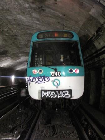 graffiti-de-gueto-no-metro-de-paris-franc3a7a-337x450